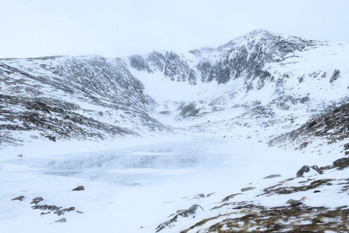 Lago y pico de Collroig